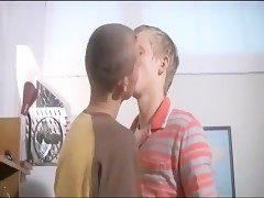 Náctiletí gayové z Ruska mají styk