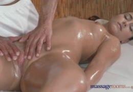 Příjemná olejová masáž s mladým kancem