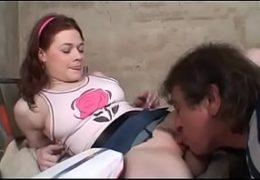 Mladá holka prožije vášeň se strejdou