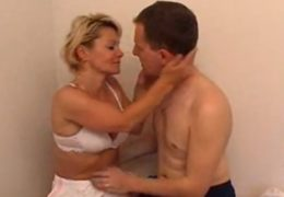 Zralá česká mamina ošuká svého synka