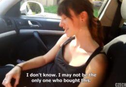 Czech spy 2 aneb vášnivý sex s brunetou v autě