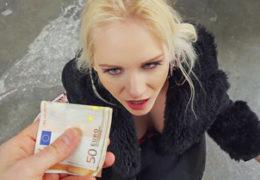 Public Pickups a mladá blondýnka Rossella Visconti