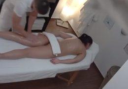 Česká masáž 12 s krásnou černovláskou