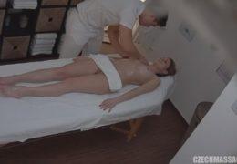 Česká masáž 124 a překvapená blondýnka