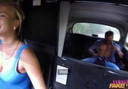FemaleFakeTaxi aneb sexy taxikářka sbalí ženatého svalovce