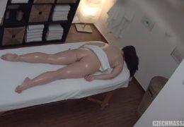 Česká masáž 188 aneb mladá osmnáctka potřebuje opíchat