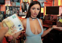 Public Pickups aneb vyšukání nádherné barmanky v podniku