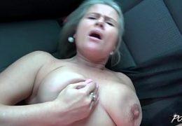 POV bitch aneb rychlý šuk hodně nadržený maminy v autě