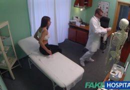 Fake Hospital aneb sexy kozatá bruneta má bolesti