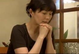 Syn znásilňuje svoji sexy japonskou matku