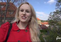 Francouzští turisti píchaj krásně vyvinutou češku Angel Wicky