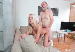 Děda alias Pavel Terrier ošuká svoji mladou vnučku