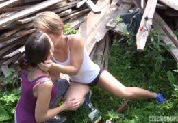 Český páry 28 aneb sexuální chlastačka venku s převahou holek