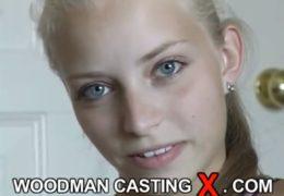 WoodManCastingX mlaďounká devatenáctka Katka předvede anál scénku