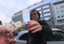 Public Agent aneb mladá holčina se nechá nalákat na peníze