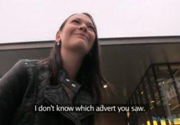 Public Agent aneb bruneta se místo fotek nechá opíchat za prachy