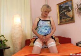 Czech Cougars aneb stará babizna Dominika si dělá doma dobře