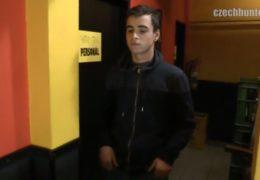 Český gay lovec 333 uloví dvacetiletýho kluka z hospody