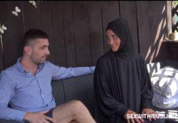 Česká muslimka píchá se svým zaměstnavatelem v altánku