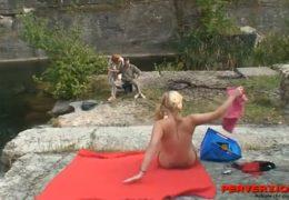 Starého rybáře už nepřitahuje jeho stará atak vyšuká mladou blondýnku
