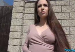 Public Agent láká mladičkou rusku do agentury