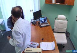 Český pan doktor vymrdá sestřičku i pacientku v jeden den