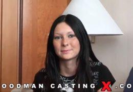 WoodManCastingX osmnáctiletá pihatá češka Kattie Gold