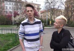 Český páry si zašukaj přímo v tetovacím sálonu