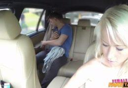 Pražská taxikářka dostala chuť na mladýho studenta