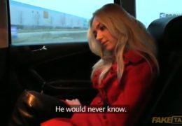 Hezká blondýnka si nechá udělat dítě od taxikáře