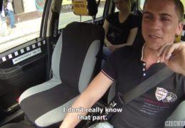 Český taxík a mladá blondýnka Monika která se ráda sveze do práce