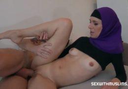 Prostitující muslimka si k sobě domů zve pánskou klientelu