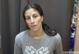 Česká matka mrdá s prodejcem v bazaru za prachy