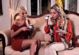 Dvě český kundičky prožijí lesbický románek v pohodlí domova