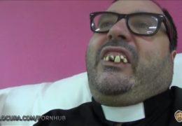 Jak se škaredý kněz vycákal do nebohé dívky
