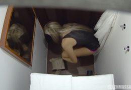 Česká masáž 44 a mladá hezká blondýnka dostane chuť