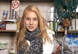 Osmnáctiletá nezkušená blondýna a český gangbang