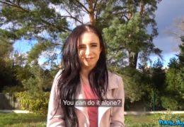 Public agent zlepší náladu smutné holce po rozchodu