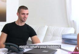 Female Agentka testuje mladýho chlápka z Ostravy
