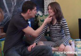 Českou teenagerku ošuká starší spolužák v jejím pokojíku