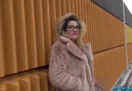 Public agent na lovu sexy španělky Almy del rey