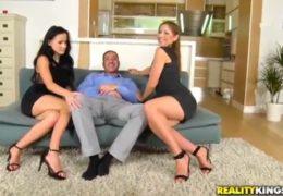 Chlápek si užije jebačku s dvěma sexy buchtičkama