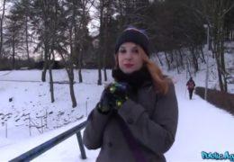 Public agent a zrzavá cizinka na dovolené v Praze