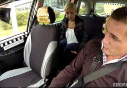 Czech Taxi 17 aneb blondýnka chce odvést na Pankrác