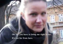 Sexy blondýna z Brna se nechá svést neznámým týpkem