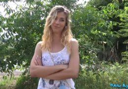 Public agent a vysportovaná sexy holka z Maďarska