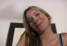 Česká kráska Angel Piaff a španělský masér si užijou