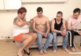 Sexuchtivá kyprá mamina platí mladíkům za sexuální služby