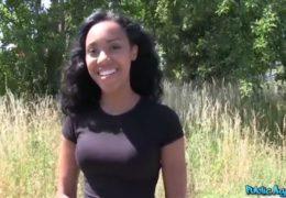 Public agent uloví mladou sexy černošku z ciziny