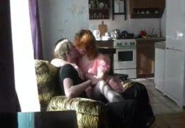 Zakázané sexuální hrátky s mojí matkou